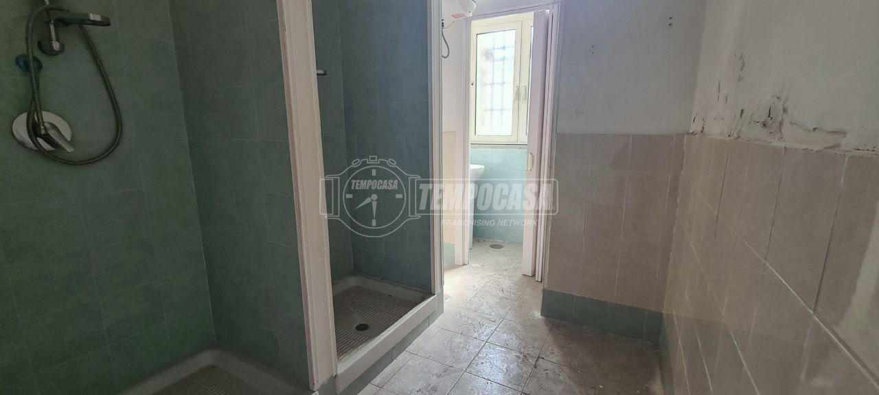 Negozio in Affitto Napoli Vicaria / Foria 690€   CC131077393